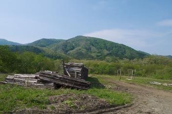 大深沢から花渕山を望む